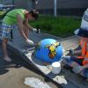 Школьники из трудотряда раскрасили полусферы