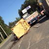 Падение башенного крана с длинномера и провалившийся грузовик