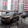 Жители потушили горящую машину во дворе дома на улице Рябинина