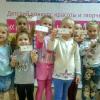 Маленькие мисс получили свои счастливые номера и готовятся к фотосессии