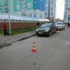 Восьмилетний мальчик попал под машину во дворе дома в Академическом
