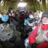 Школьники Академического прыгнули с парашютом в память о защитниках Родины