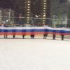 Спели гимн и развернули 80-метровый триколор: на ледовом корте отметили высокую явку академчан