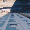 Летаем над районом на квадрокоптере и «падаем» вдоль внешней стены строящегося дома