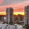 Жители запечатлели Академический и Широкую Речку на фоне разноцветного неба