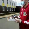 Торт-реанимобиль и открытки-сердечки. Академчане поздравляют сотрудников скорой помощи