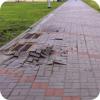 Буровые работы вдоль пешеходной зоны
