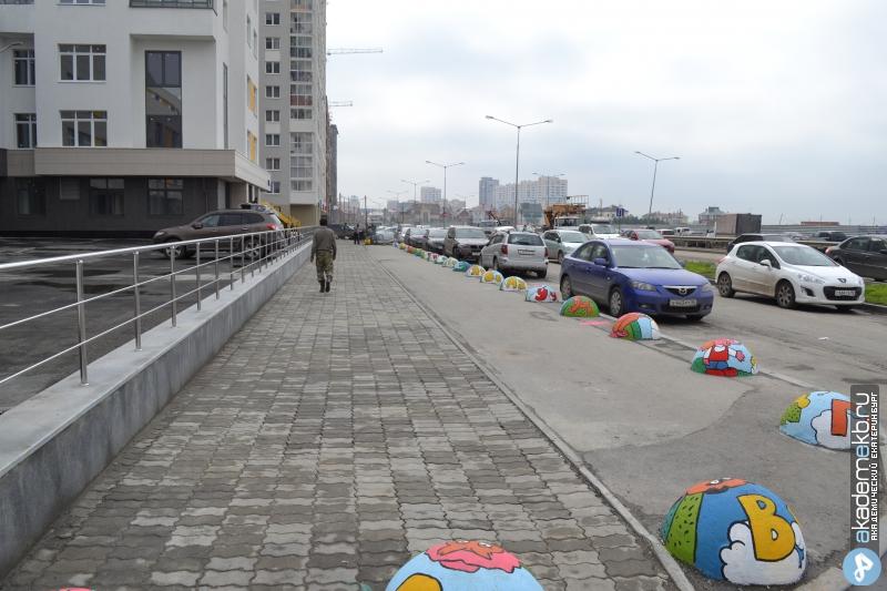 Академический район Екатеринбург Полусферы на Шаманова раскрасили