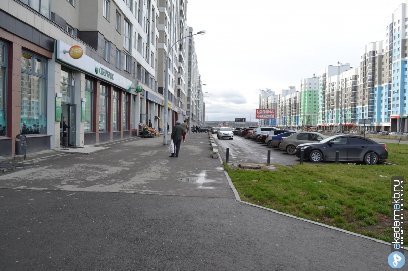 Академический район Екатеринбург Тротуар на Вильгельма де Геннина 31 огорожден