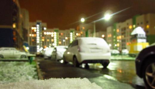 Первый снег спровоцировал в Академическом большие пробки на выезде из района