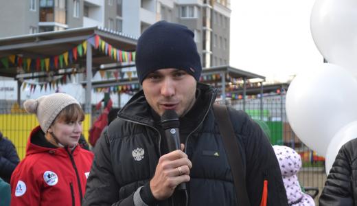 Антон Шипулин торжественно открыл площадку для воркаута в Академическом