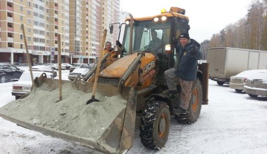 Жители 7 квартала организовали парковку на Вонсовского на 500 машиномест