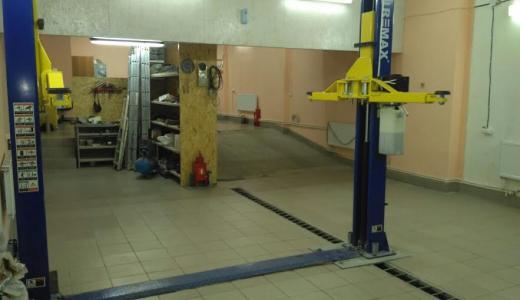 Жители Академического требуют закрыть автосервис в подземном паркинге