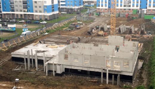 На стройплощадке детского сада в блоке 5.6 возводят первый этаж