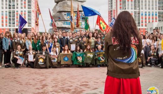 Собрали на сцене корабль и пообщались с Голубицким: в районе прошло открытие ВСС «Академический»