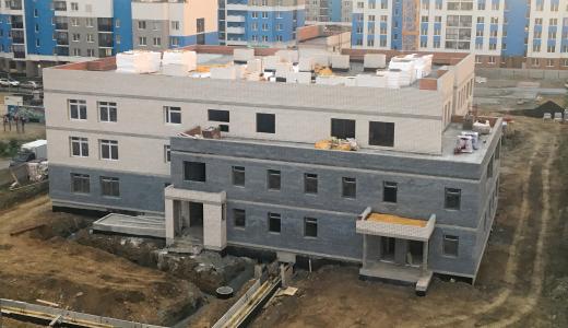 На объекте строящего детского сада в пятом квартале завершаются отделочные работы