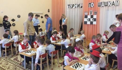 Новая смена детсадовцев готовится к VI турниру по шашкам на кубок «РСГ-Академическое»