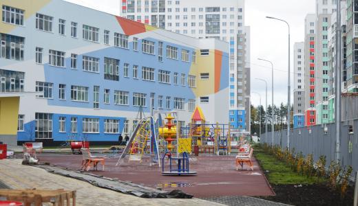 На стройплощадке школы № 23 завершается благоустройство территории