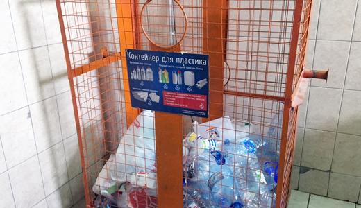 Пластик — в синий, бумагу — в коричневый! Академчане начнут выбрасывать мусор в 7 разных контейнеров