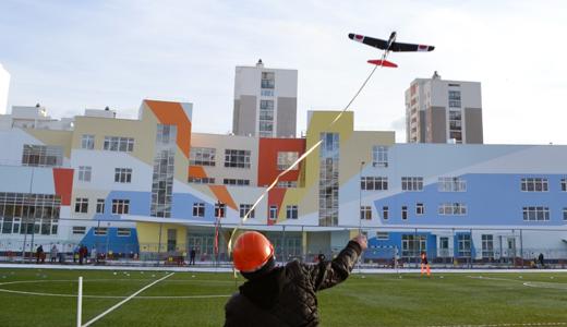 Воздушный бой в небе над пятым кварталом: в Академическом прошёл Кубок Федерации Авиамоделизма