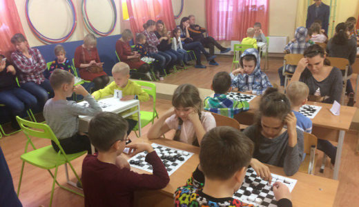Сначала играть не умел никто: в районе прошёл первый турнир по игре в уголки