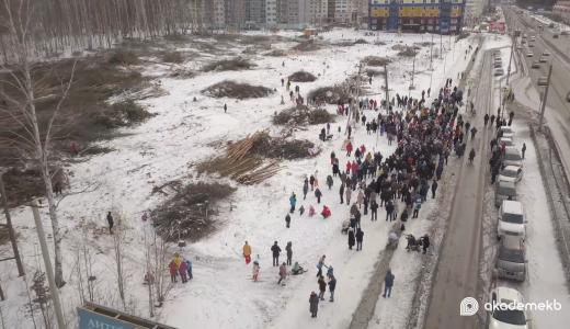 Более трёхсот человек пришли на митинг против вырубки Берёзовой рощи