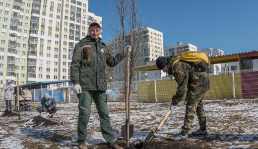 Мусор убран, деревья посажены: в Академическом прошёл субботник