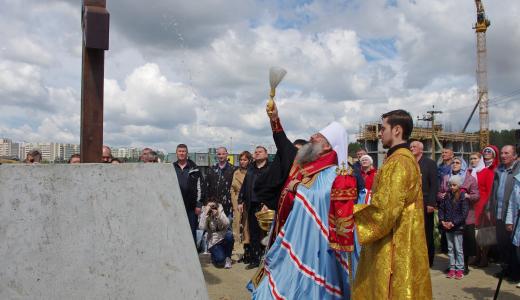 Заложили первый камень и установили крест: в Академическом появится новый храм