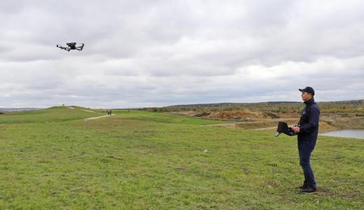 Толстолобиков не видели: в Академическом прошла демонстрация плавающих и летающих дронов