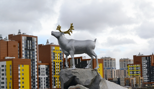 В Преображенском парке высадили новую аллею и установили монумент