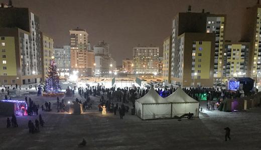 «Академ зажёг»: в районе с концертом и фейерверком открыли ледовый городок