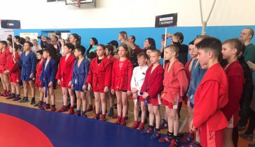 В Академическом прошёл межрегиональный турнир по самбо среди школьников