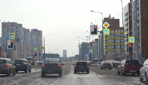 Полоса препятствий: автомобилисты жалуются на режим работы светофоров на проспекте Сахарова