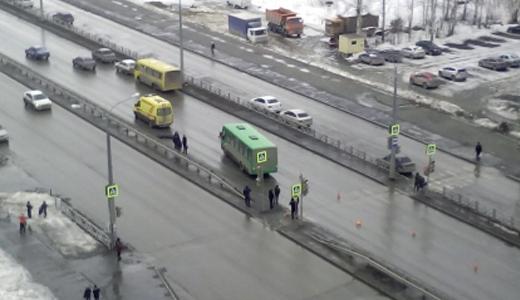 На пешеходном переходе ул. Краснолесья маршрутка насмерть сбила мужчину