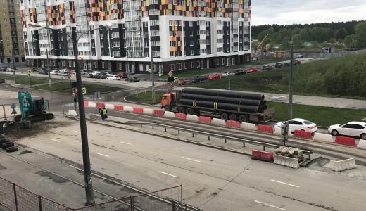 Перекрёсток улиц Краснолесья и Рябинина перекрыли частично