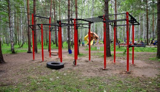 В Берёзовой роще появилась площадка для воркаута, стелла и детский городок