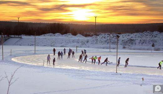 Все зимние развлечения в одном месте: в Преображенском парке открылся каток