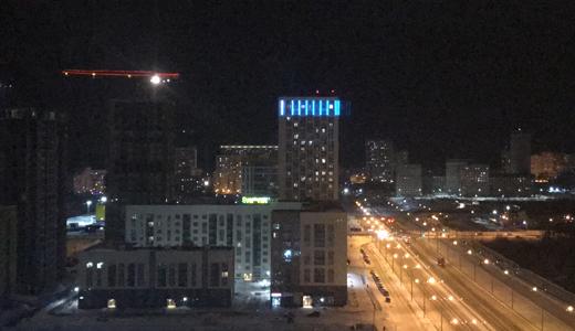 «Теперь с подсветкой»: на свечке 26 квартала установили медиафасад