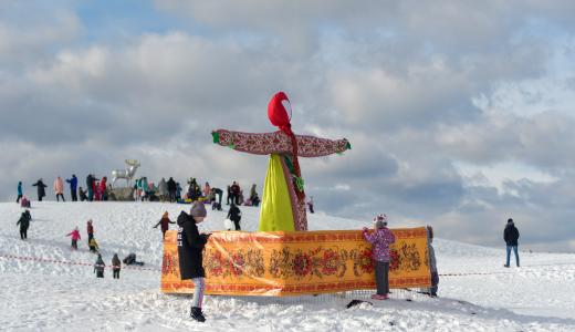 Как в Преображенском парке встречали весну: репортаж с Масленицы в Академическом
