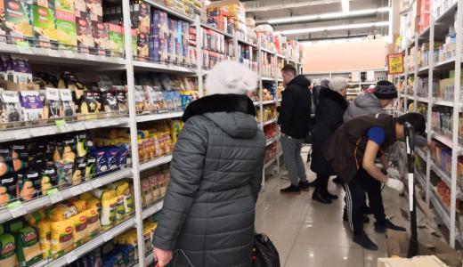 Без паники: жители Академического спокойны, а в магазинах полно продуктов