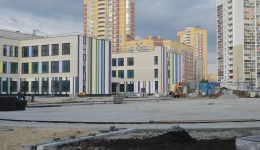 Вокруг нового корпуса школы № 181 благоустраивают территорию
