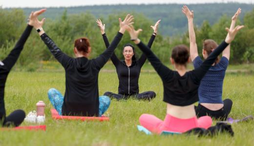 Танцы, йога, фитнес: чем заняться летом в Преображенском парке?