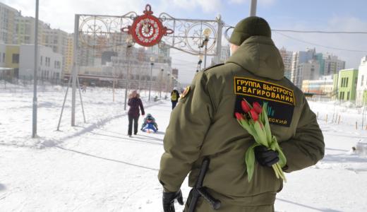 Сотрудники службы безопасности удивили жительниц Академического
