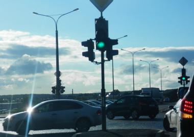 На перекрёстке Краснолесья — Рябинина заработал светофор