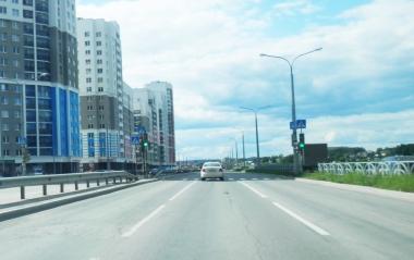 На Шаманова и Краснолесья включили светофоры