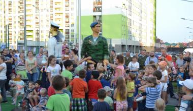 На Аллее Победы появилась скульптурная композиция в честь военнослужащих