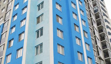 На фасадах домов пятого квартала освежат краски