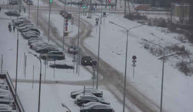 Улицу Мехренцева не чистят из-за несданной дороги