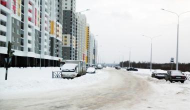 Не успели вовремя убрать: снежный вал на улице Рябинина спровоцировал ДТП