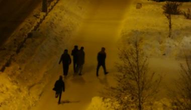 Подростки разгромили киоск в Академическом (видео)